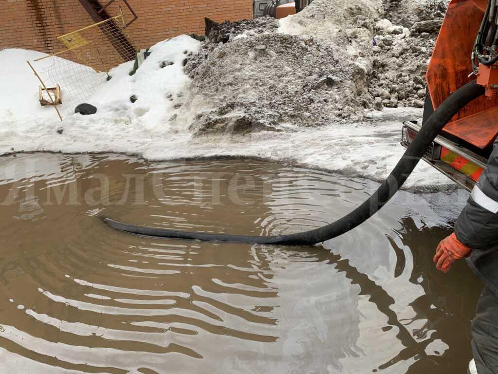 Устранение засора в ливневой канализации