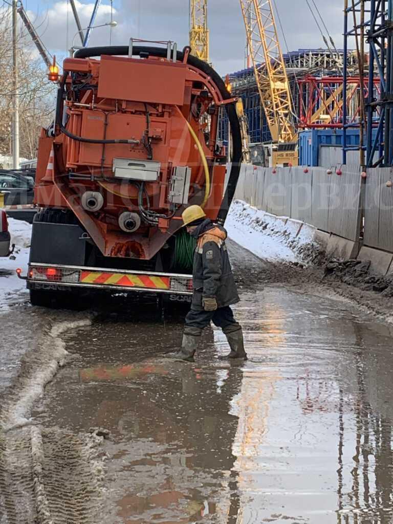 Прочистка канализационных труб в Москве