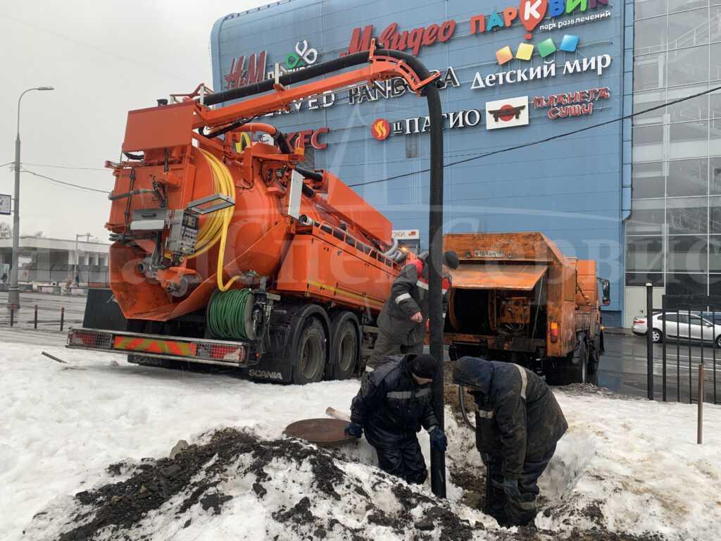 Чистка канализационных засоров в Москве