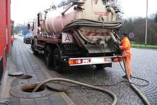Чистка канализационных труб в Москве